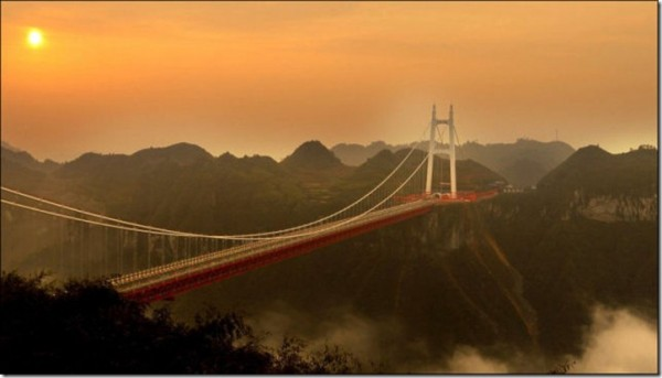 The ambitious structure is 336m high and 1176m long.